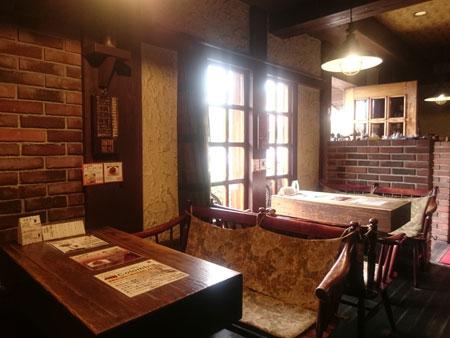 岡本珈琲館テーブル席