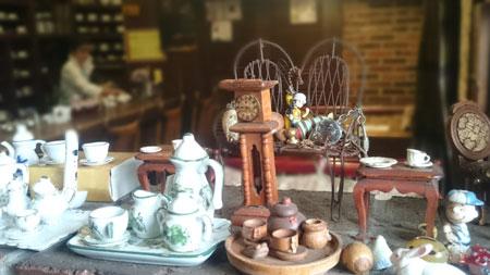 ミニチュアカップと家具