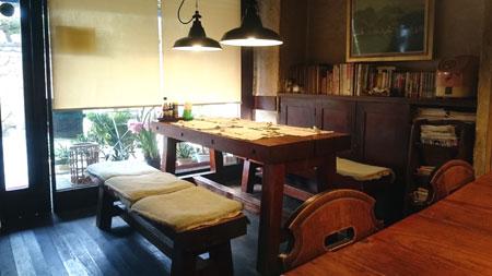 机の部屋テーブル席