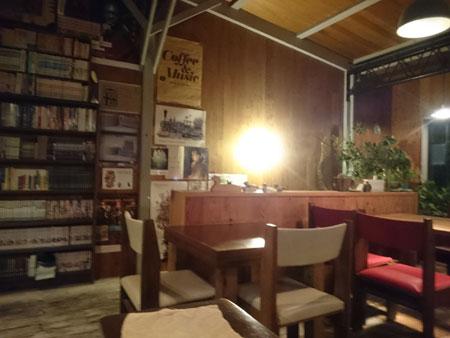 テーブル席01