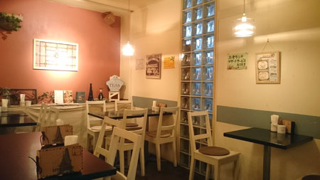 カフェ・オレンジ、テーブル席