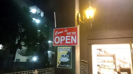 コーヒーハウス井戸、OPENの札