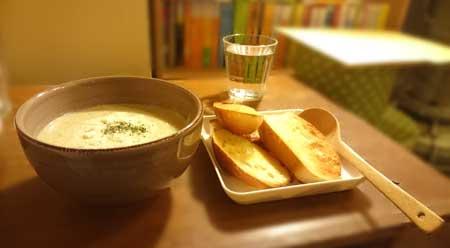 豆乳ベースのブロッコリースープ